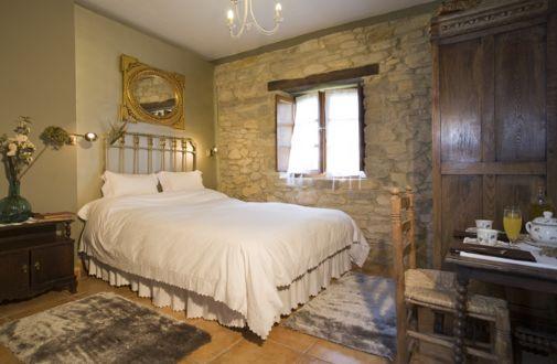 Habitaci n lila habitaci n casa turismo rural luanco - Habitaciones de matrimonio rusticas ...